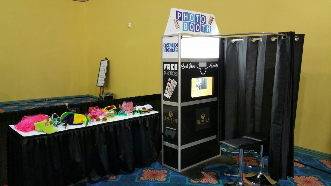 Photo Booths for Events & Weddings - ThunderDome Entertainment - Photo_Booth_(2)_Small_Enclosure